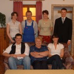 Steffi Nichtl, Dieter Reisinger, Gerda Lang, Hans Auburger jun. (stehend v.l.n.r.) Markus Wolf, Roswitha Horvat, Elisabeth Zitzelsberger (v.l.n.r.)