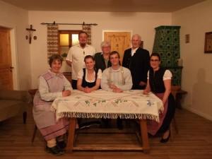 Franz Voith, Roswitha Horvat, Karl Pröpstl (stehend v.l.n.r.), Monika Wolf, Ingrid Zitzelsberger, Hannes Denk und Monika Meindl (sitzend v.l.n.r.)